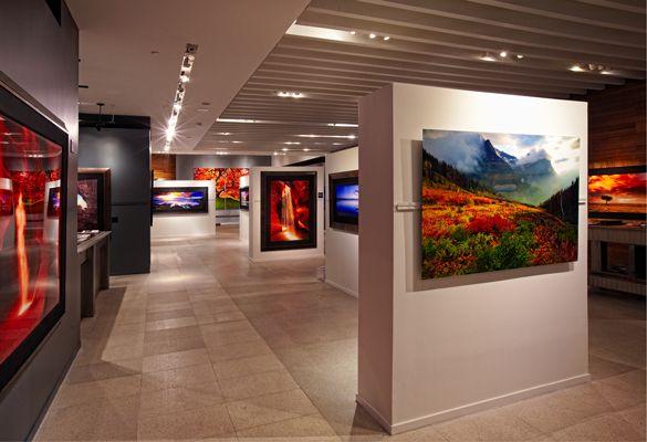 printing and displaying photos like peter lik display and lights