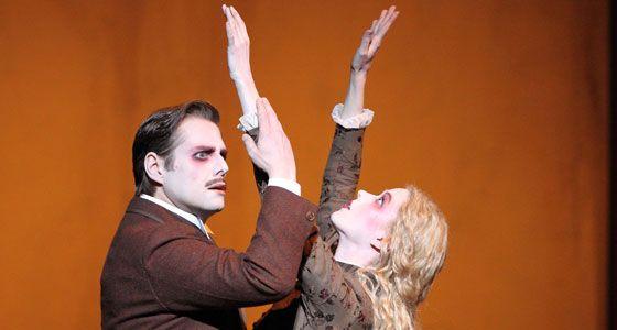 A scene from a silent movie? No: Michael Nagy and Barbara Hannigan in Bernd Alois Zimmermann's DIE SOLDATEN!