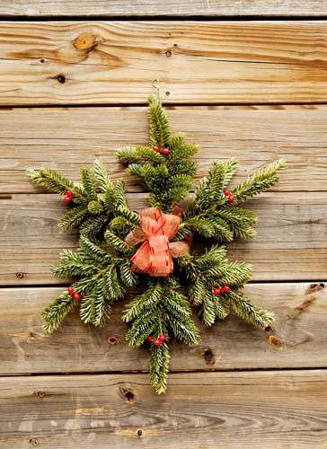 Christmas greenery wreaths kissing balls garland for Christmas swags and garlands to make