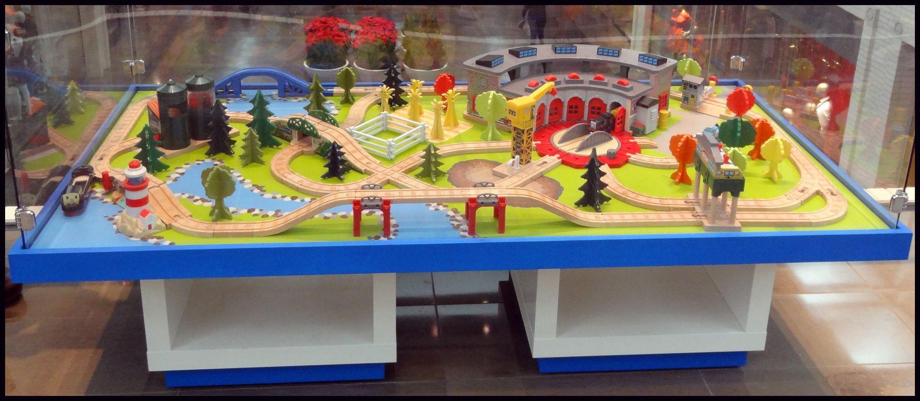 Peste 1000 de idei despre Thomas The Train Table pe Pinterest