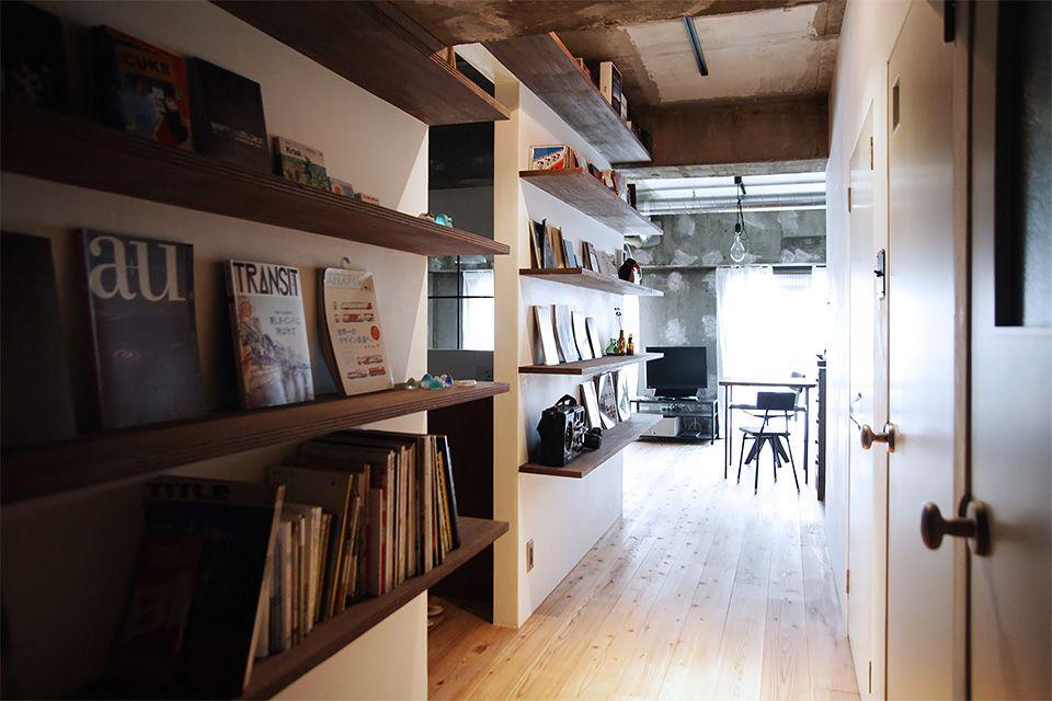 廊下の本棚 by EIGHT DESIGN