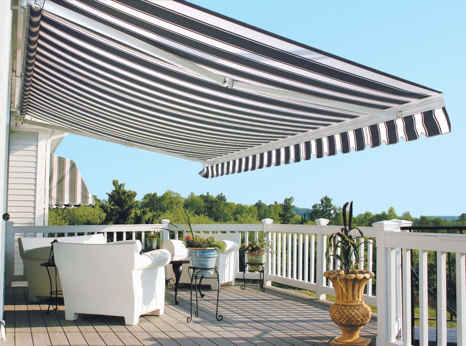 Control sun and shade with a retractable awning for your for Retractable patio awning canopy
