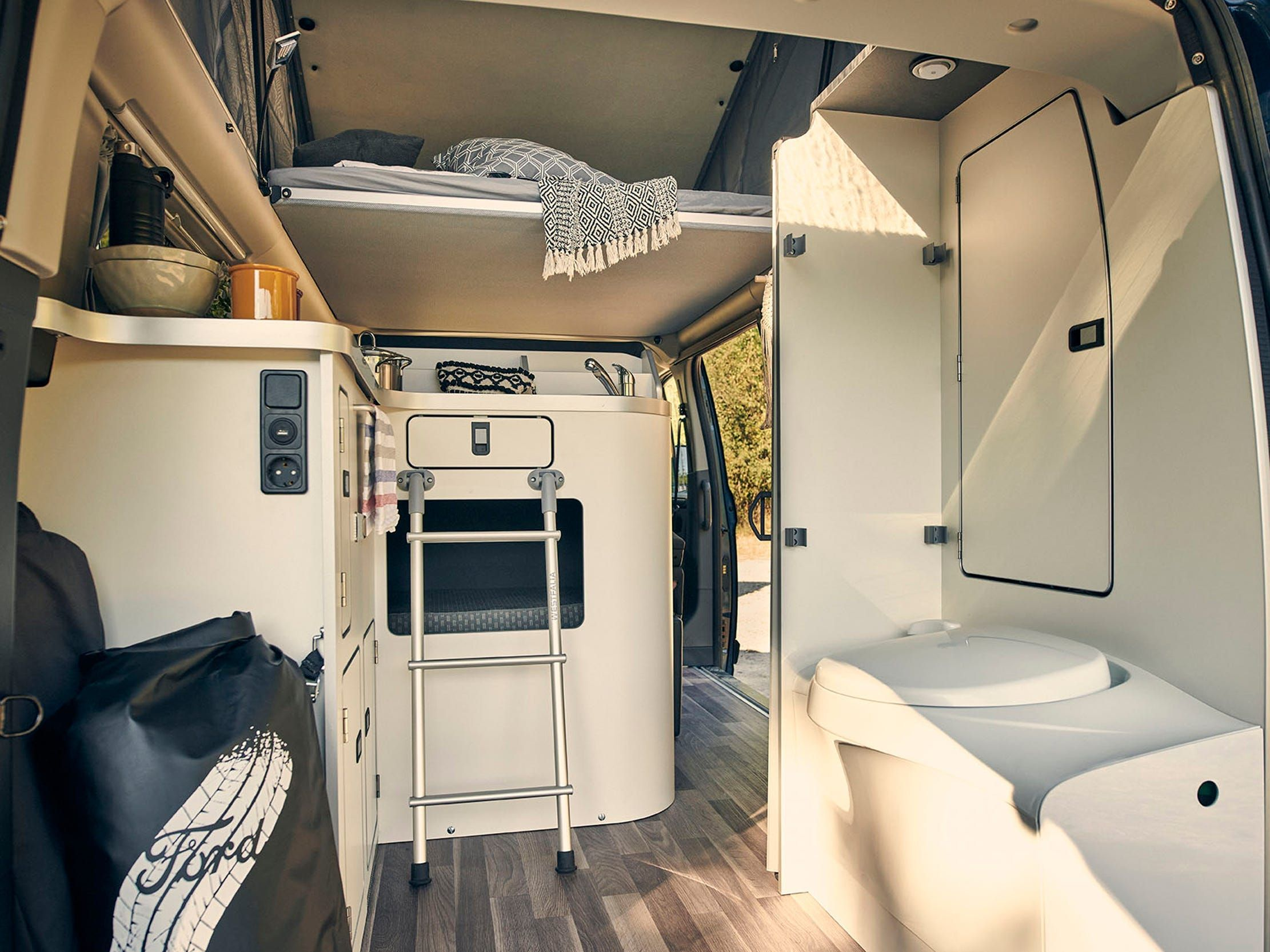 29++ Ford custom camper High Resolution