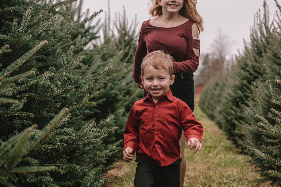 Christmas Mini Session At A Christmas Tree Farm In Cincinnati Ohio Www Akakeb Com Christmas Tree Photography Tree Photography Christmas Tree Wallpaper Iphone
