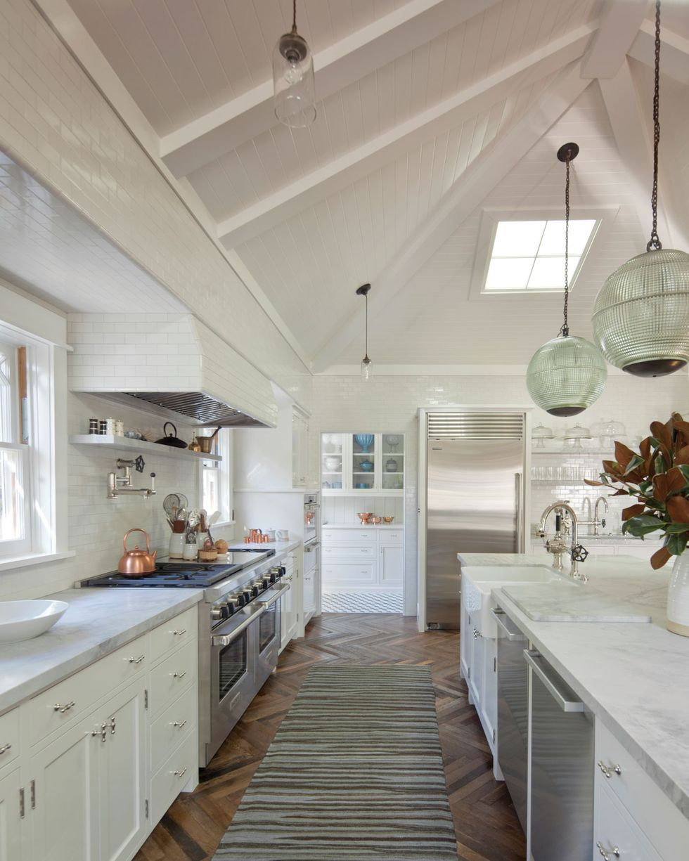 25 Captivating Ideas For Kitchens With Skylights: These Vaulted Kitchens Are The Chicest Way To Renovate