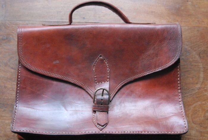 b174c0cc4fe Online veilinghuis Catawiki: Lederen boekentas - jaren '60 | Tassen ...