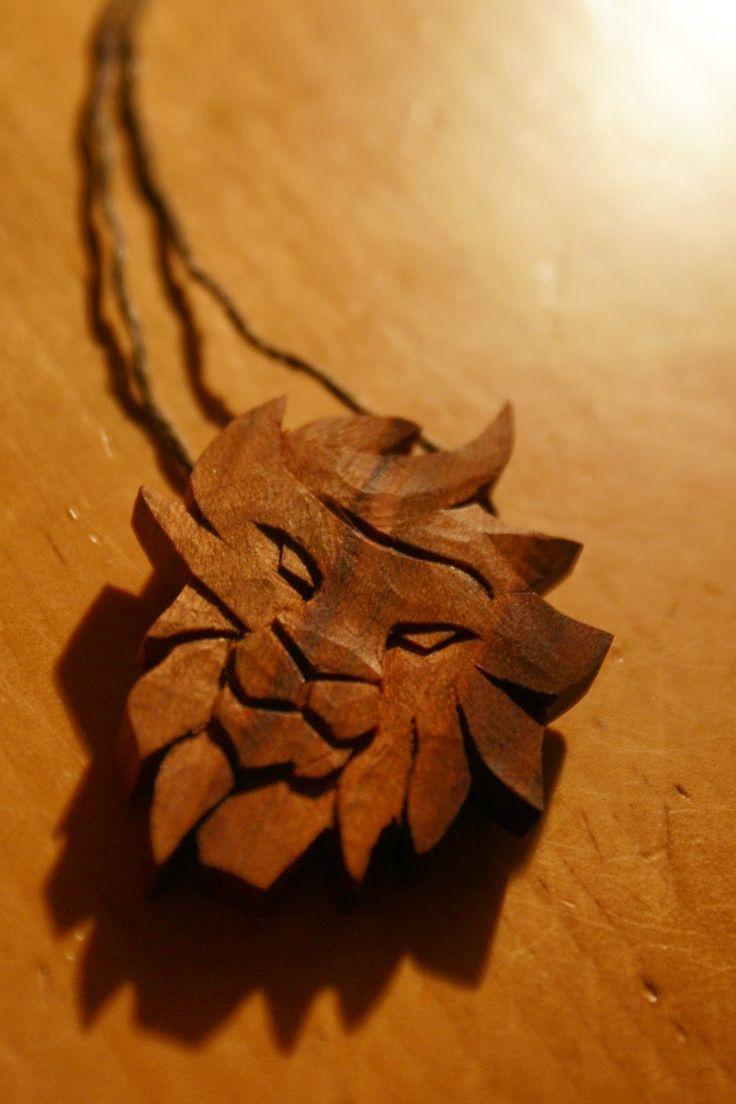 Löwenkönig / lion, wood, Holz, Anhänger, pendant, Schnitzen, carving