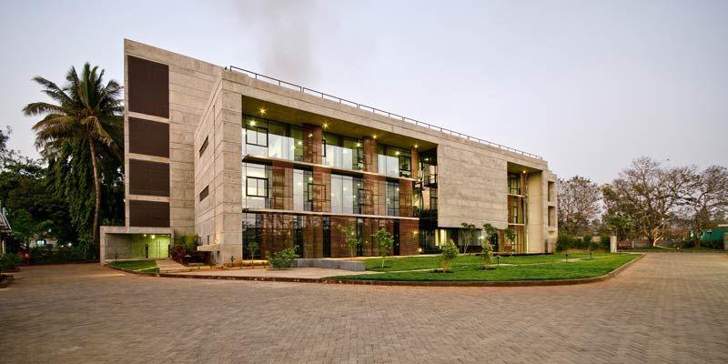 Gruner Brutalismus In Indien Elantas Beck India Elantas Beck India Foto C Mr Atul Kanitkar Core Architecture Haben In 2020 House Styles Mansions Corporate Office