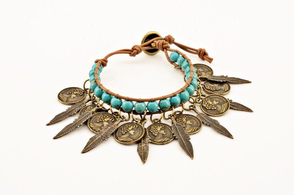 Pulseira turquesa com medalhas e pedras | Coisas de Mulher Bijoux | Elo7