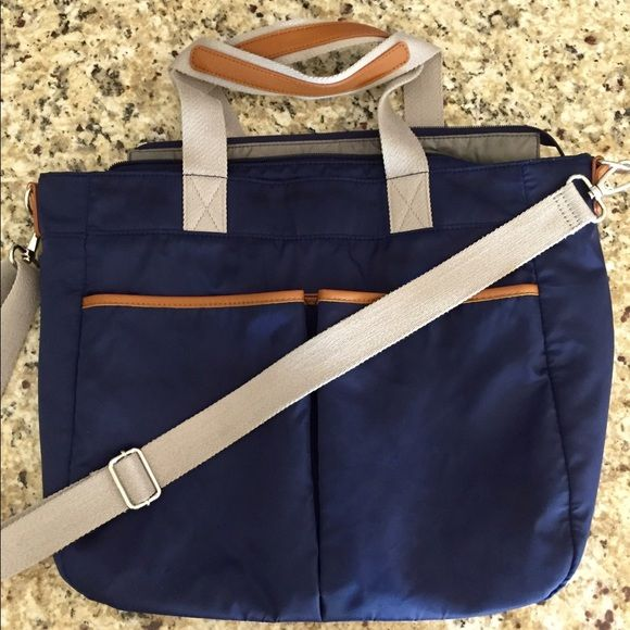 Pottery barn navy Madison diaper bag EUC no damage or stains! Style is Madison. Navy with gray interior. Changing pad included. Cheaper on Mer Pottery Barn Bags