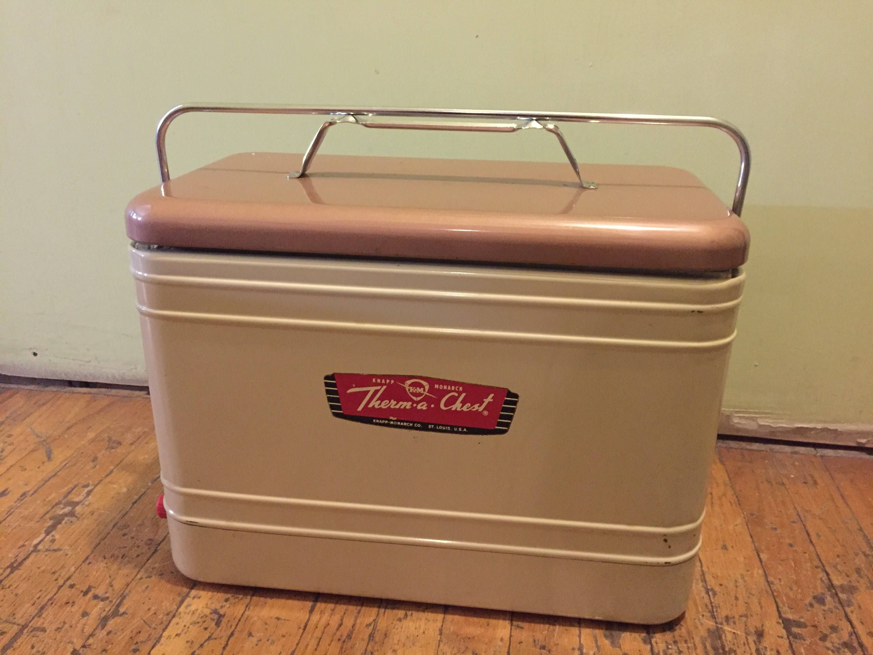 3b4667e7bd1fc Vintage Therma Chest Cooler
