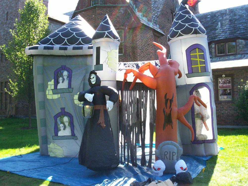 Gemmy Halloween Christmas Airblown Inflatable Haunted House Castle Yard Decor Yard Decor Halloween Christmas Halloween