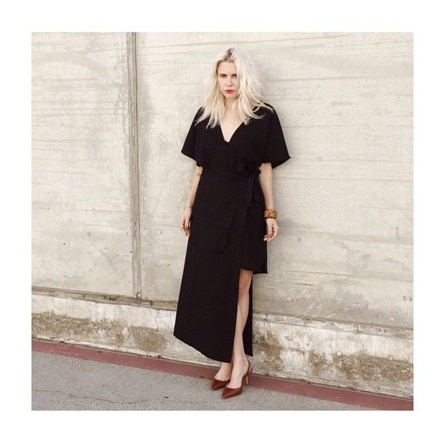 #分享Instagram# @alwaysjudging in @ganni NEW #black #dress #style #santamonica #vneck #ganni #look #design #fashion #shop www.ganni.com