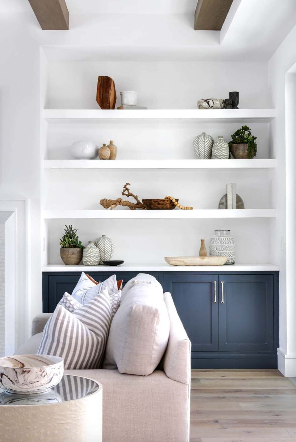 30 Easy And Simple Shelves Decoration Ideas For Living