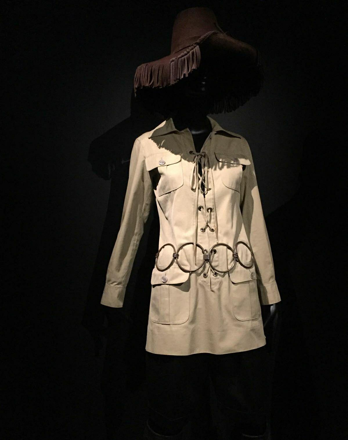 0bcfaa9f120d Saharienne en coton Yves Saint Laurent Haute couture printemps  été 1968.  Musée Yves Saint Laurent ( Novembre 2017). Photographie personnelle.