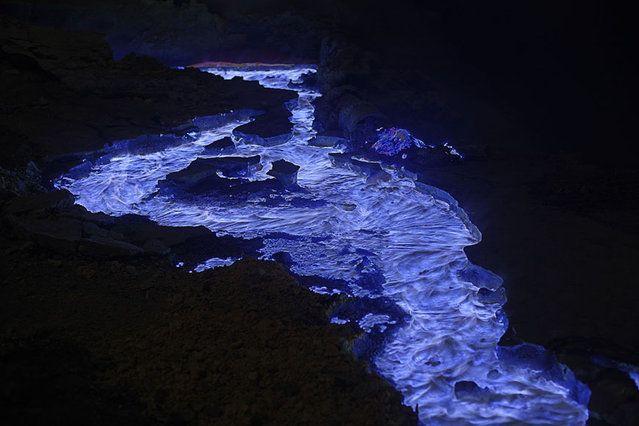 Kawah Ijen Volcano Blue Lava Wow Blue Lava Kawah Ijen - Incredible neon blue lava flames erupt volcano