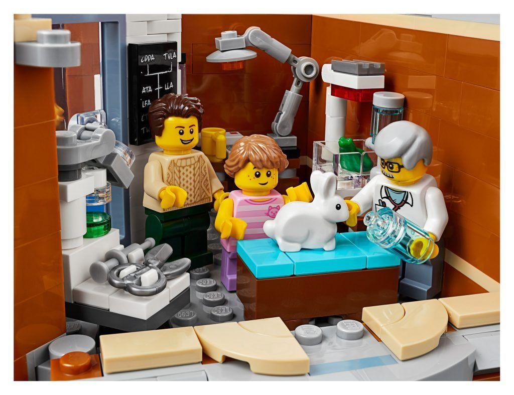 LEGO Creator Expert 10264 Corner Garage - The 2019 Modular