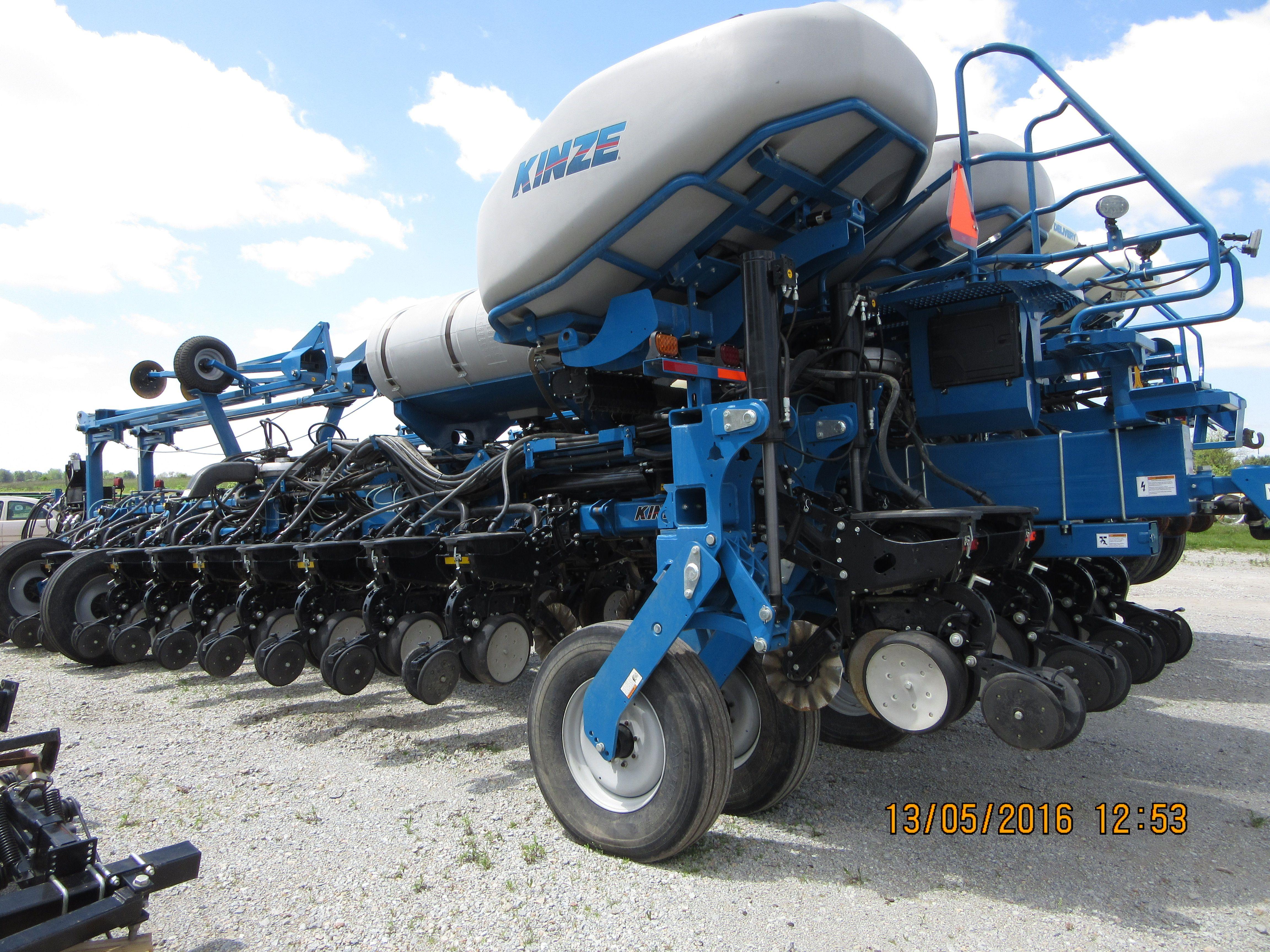 24 Row Kinze 4900 Corn Planter Kinze Farm Equipment Pinterest