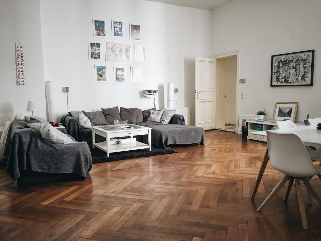 Großes Wohnzimmer im Altbauflair. #einrichtung #inspiration #altbau ...