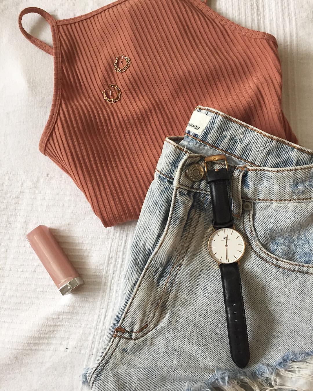 """45 Likes, 6 Comments - B L O G G E R / Loïka (@wearingoutloud) on Instagram: """"Avez-vous trouvé votre outfit pour fêter la St-Jean 🤠 ? Moi oui! Grâce aux ventes d'#aritzia hier,…"""""""