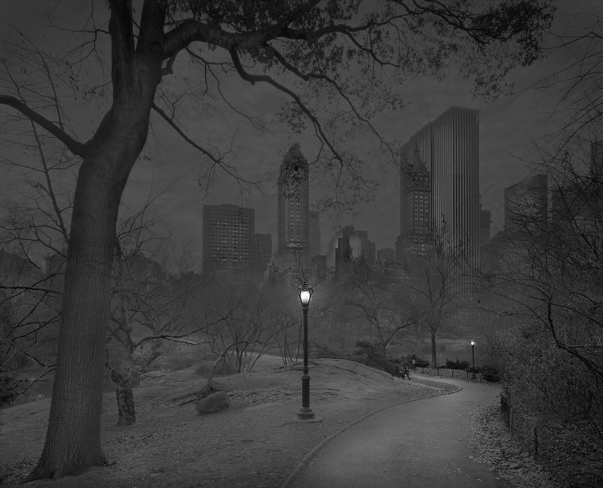 Photographer Suffering From Terrible Insomnia Captures Haunting Pics Of Central Park When There's No People