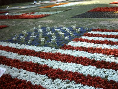 Red White And Blue Flowers Make A Creative American Flag White And Blue Flowers Front Flower Beds Garden Flower Beds