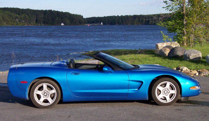 Kilometermagazine Com What Is Your Favorite Blue On A Car Corvette Convertible Corvette Pontiac Grand Prix