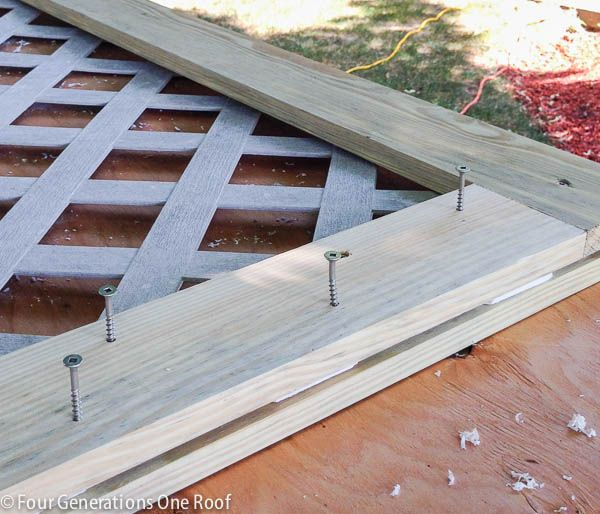 Diy lattice privacy screen hide garbage can 12 screens for How to build a lattice screen fence