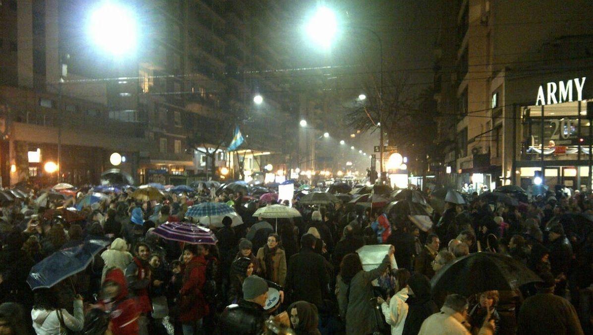 Protestas en varias ciudades argentinas contra el tarifazo https://t.co/SbyjWiqKdf #noticias