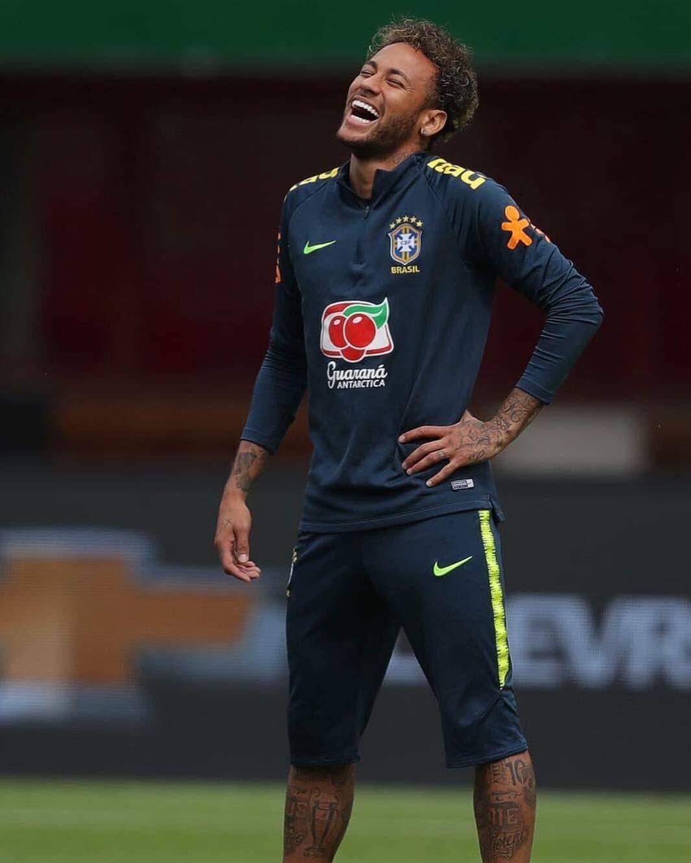 I Love This Smile More Than Anything Neymar Neymarjr Neymardasilvajr Brasil Football Love Njr10 Outline Picsa Neymar Brasil Bruna Marquezine And Neymar Neymar