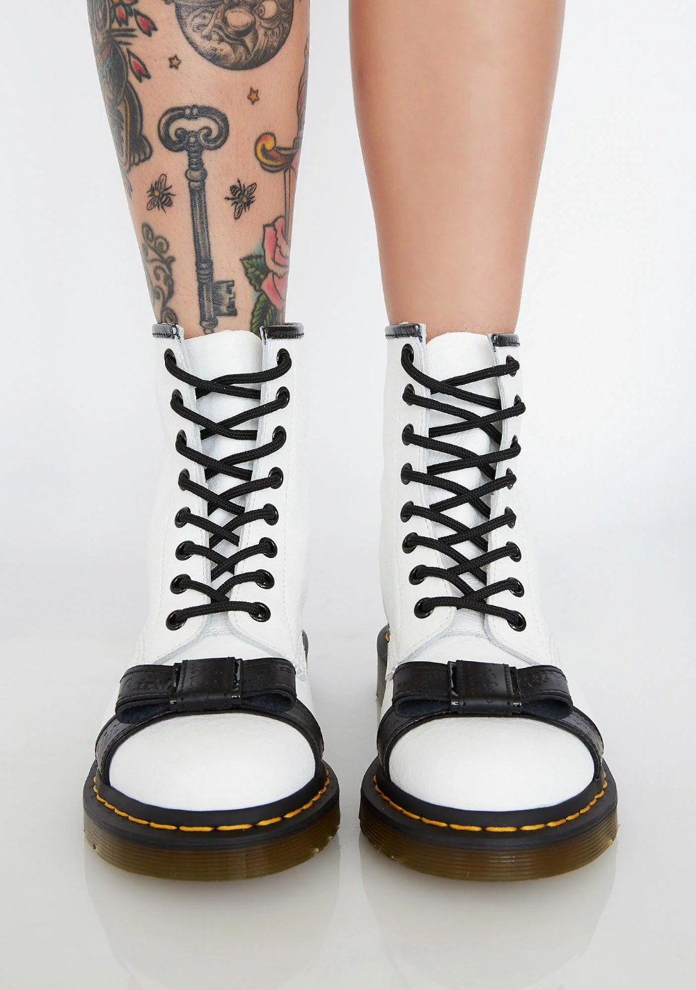 Blanc 1460 Crackle Boots | Studded