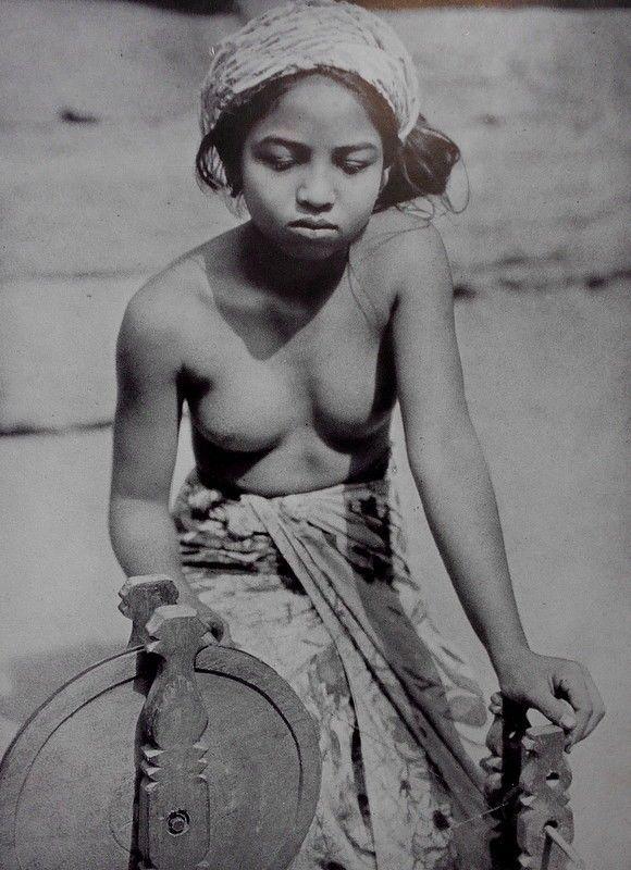 Balinese women nude