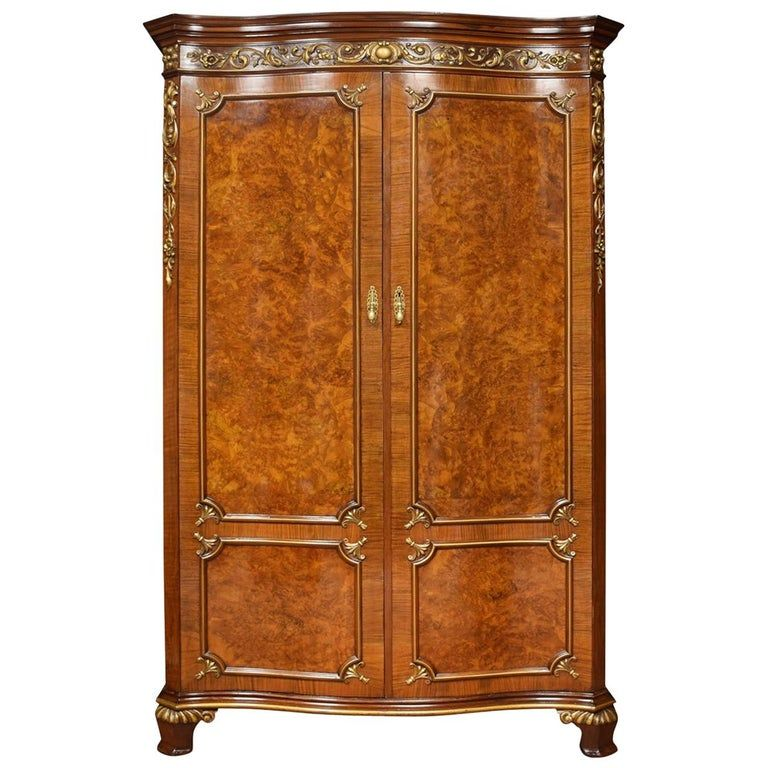 Serpentine Fronted Maple And Co Walnut Wardrobe En 2020 Maison Et Coing