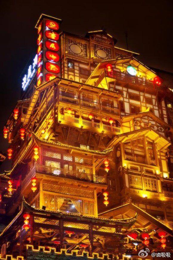 中国 千と千尋の神隠し に激似な街が発見 マッハでパクリ疑惑が持ち上がる 2300年の歴史ある街だった 中国建築 千と千尋の神隠し ファンタジーな風景
