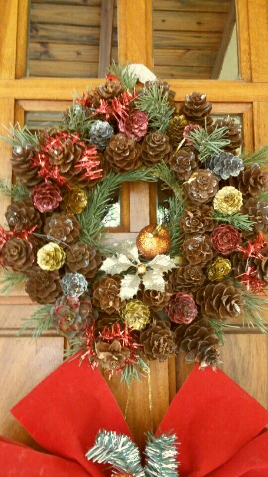 Corona de piñas y ramas secas de pino | Navidad | Pinterest | Rama ...