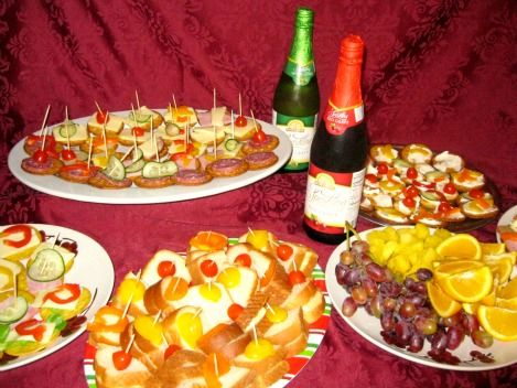 Hosting A Frugal Gourmet Feast With Aldi Holiday Party Food
