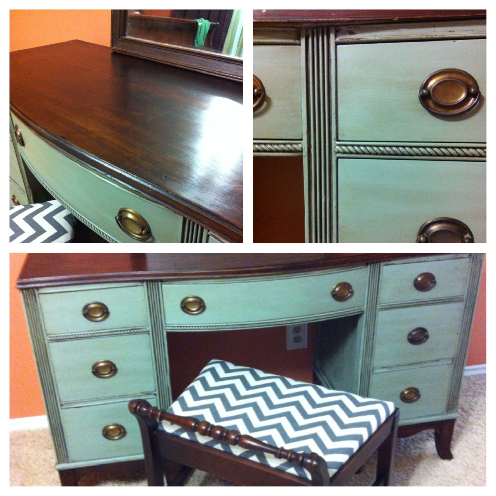 from country chic furniture features include duncan phyfe style vanity desk sage green. Black Bedroom Furniture Sets. Home Design Ideas