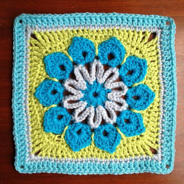 Simple 10-Petal Afghan Square, free pattern by Joyce Lewis