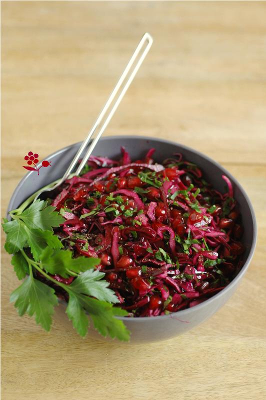 Salade rouge, très rouge, chou rouge, oignon rouge et ...