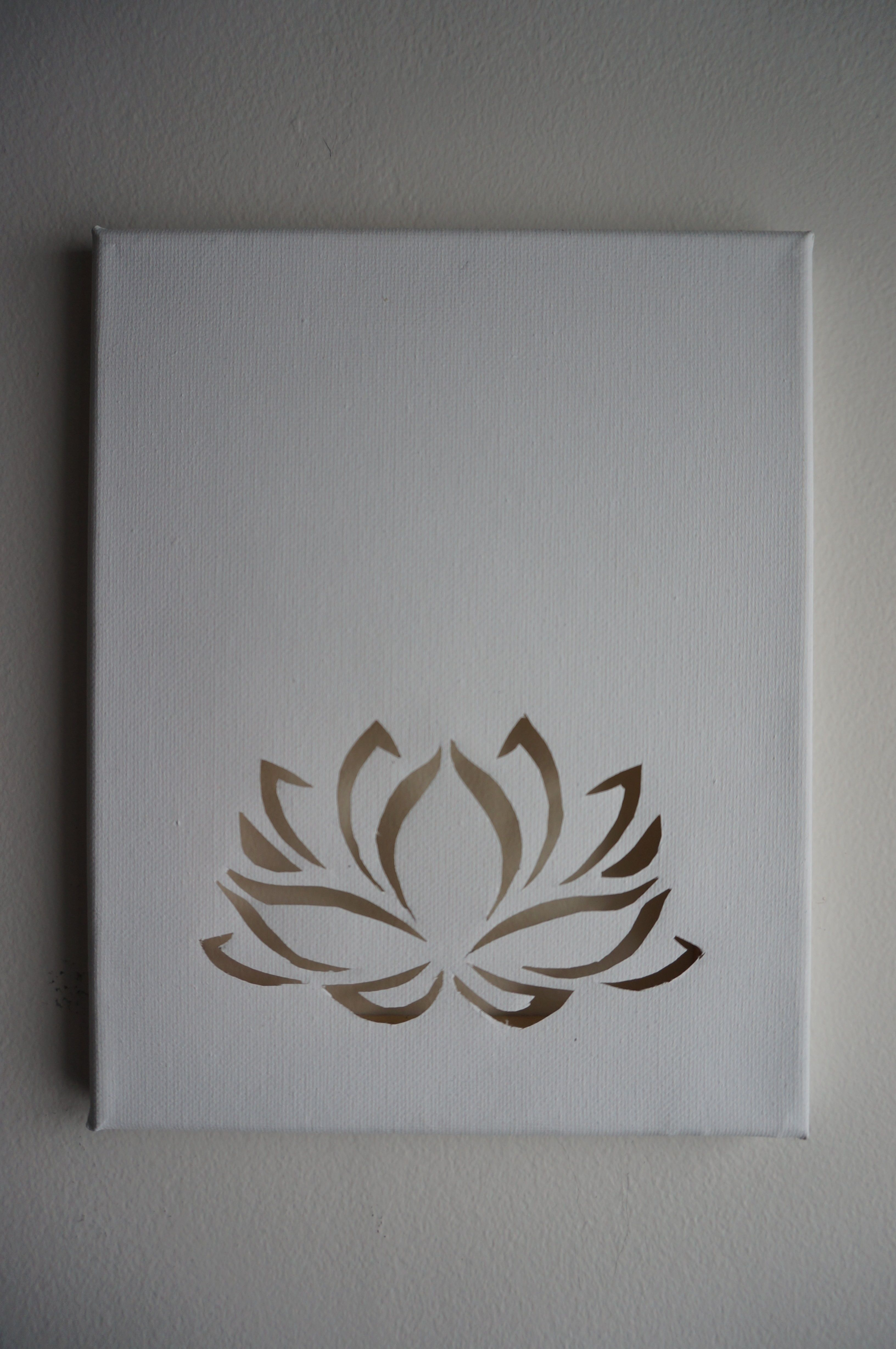 Pochoir Mandala Mural Lotus Flower Cutout On Blank Canvas Dessiner Pinterest