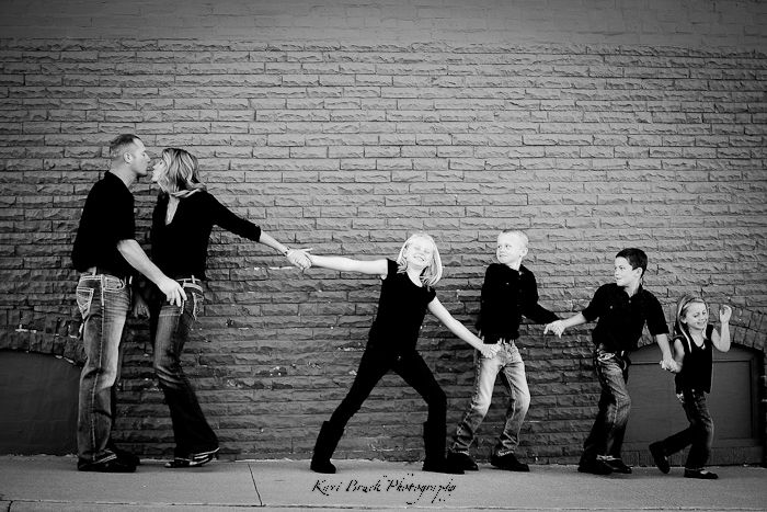 Family photo shoot inspiration urban style session children and family photographer for something different and