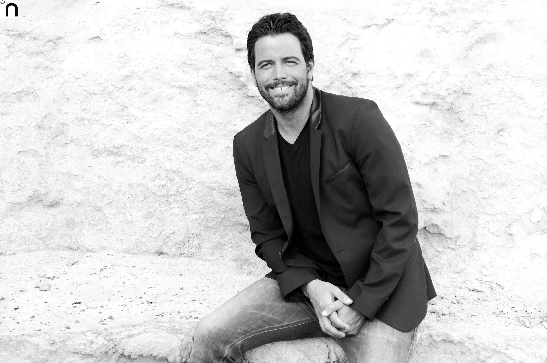 """El cantautor y actor mexicano Mane De La Parra presenta su EP """"GIRANDO"""" el cual…"""