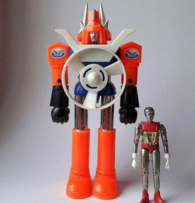 Since1988 made in Korea mazinger-z+microman punch robo bootleg toy super Robot (Daiji Industry) 1988년 대지공업사에서 발매된 슈퍼로보트. 마징가제트와 마이크로맨 시리즈의 펀치로보트의 독특한 조합으로 만들어진 팽이로보트 완구이다. #since1988#madeinkorea #vintage#superrobot #mazinger #マジンガー #ミクロマン#microman#punchrobo #bootleg #DaijiIndustry#TAKARA #ポピー#chogokin #jumbomachinder #figure #toy #shogunwarriors #1988년 #대지공업사#슈퍼로보트#팽이로보트#마징가 #마이크로맨#펀치로보#그랜다이져 #고전 #빈티지 #수집 #피규어