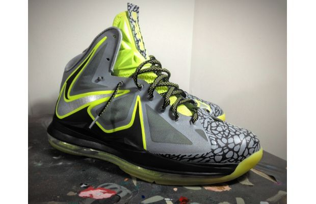 cheap for discount 5fe06 97872 Nike LeBron X