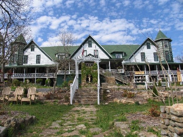 Mentone: A Mountain Getaway Where Time Stands Still