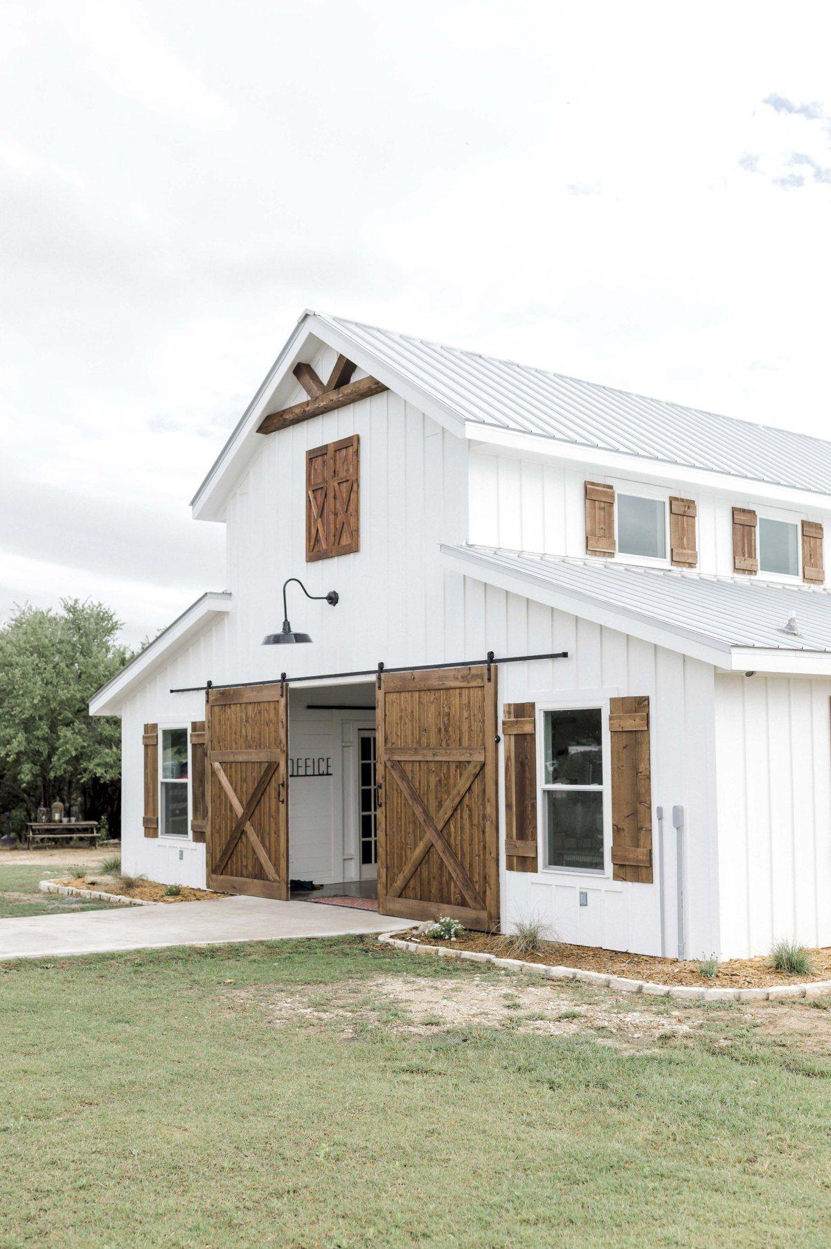 Blaithin Marcus Five Oaks Farm Wedding Barn Style House Barn House Plans Modern Farmhouse Design