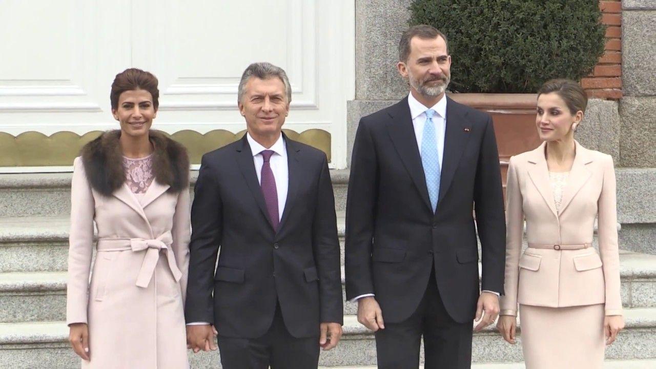 SS.MM. los Reyes, con el Presidente de Argentina, Mauricio Macri, y su e...