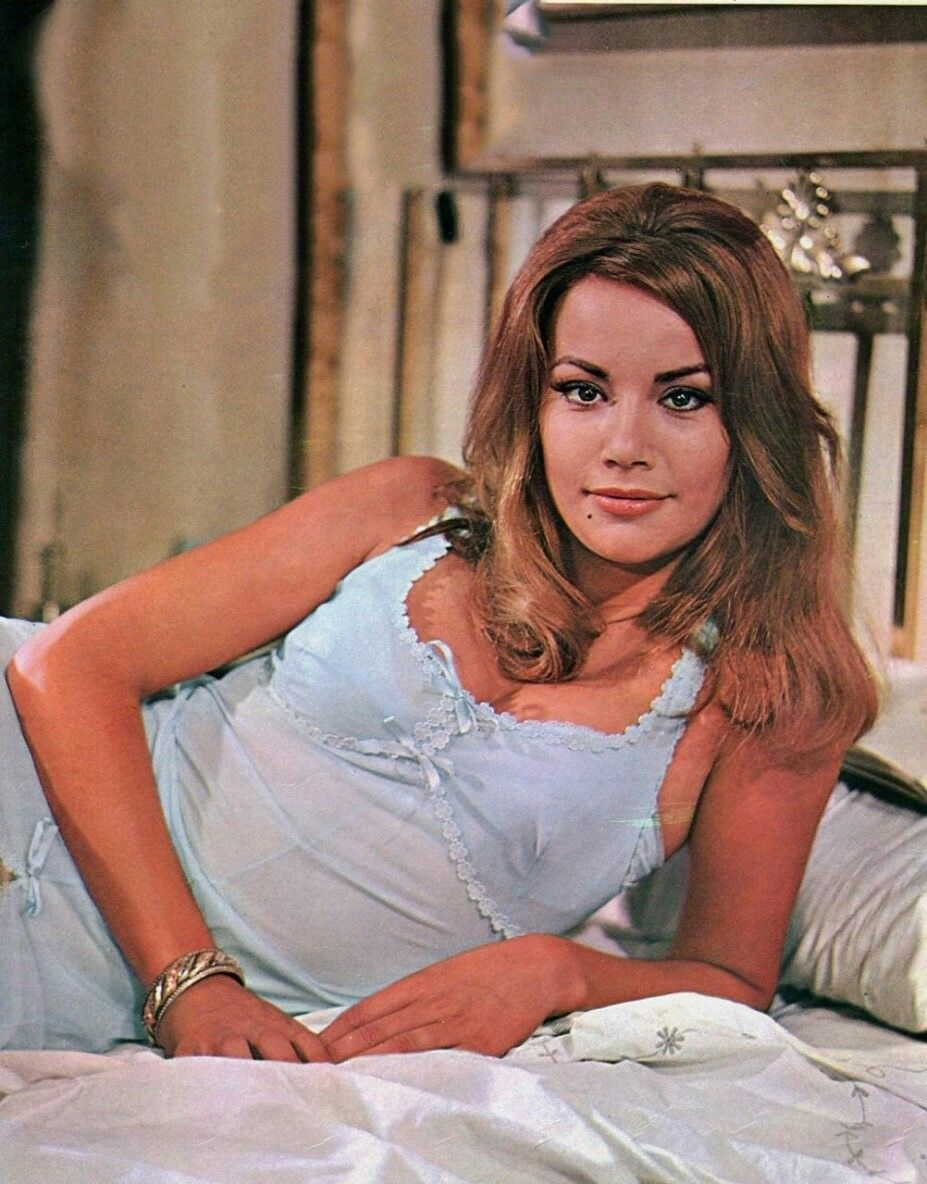 1965 SEXY GIRL Claudine Auger Bikini Swimsuit James Bond