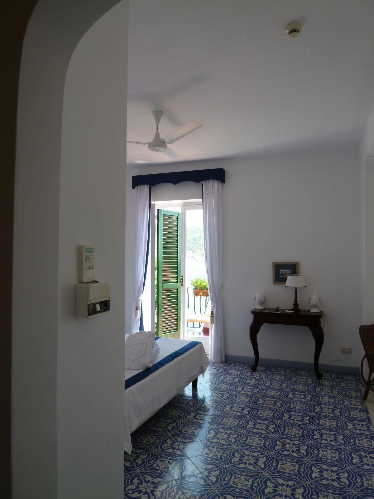 """Camera di """"Miramare Sea Resort & Spa"""" (Hotel), Sant'Angelo, Isola Ischia Italia (Maggio)"""