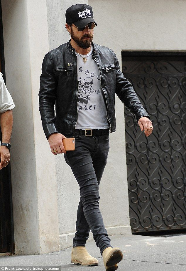 672395d4a18 Jennifer Aniston and Justin Theroux leave their NYC apartment